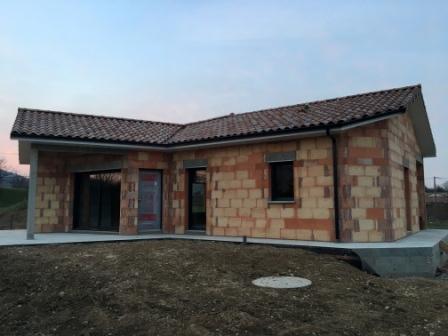 Construction d'une villa en briques rouges