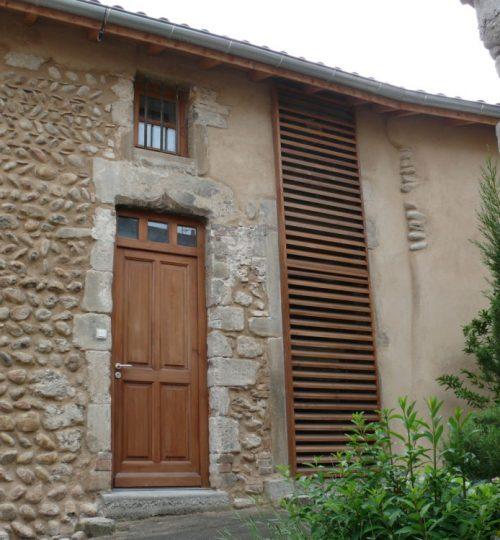 Rénovation de la façade d'une maison en pierre