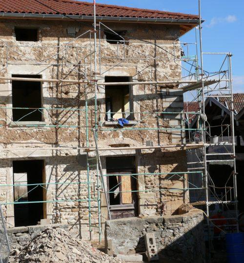Rénovation toiture et façade en pisé : avant